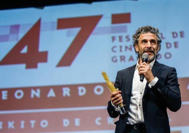 Leonardo Sbaraglia recebe Kikito no Festival de Gramado 2019