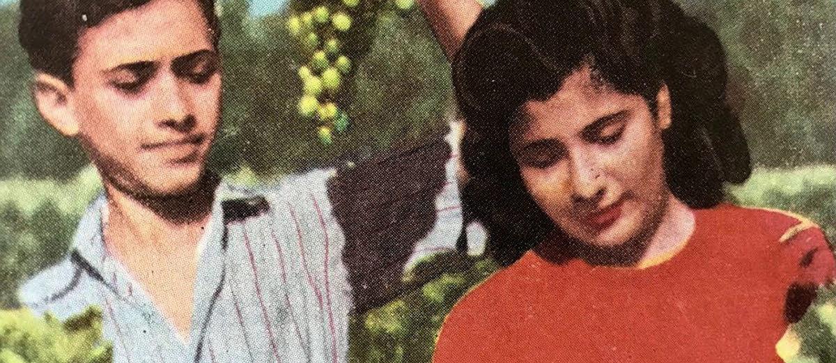 Por vários dias e noites, um rapaz e uma moça leem as correspondências trocadas por Torcuato e Kamala (ele, argentino, ela, indiana), os pais do diretor. As cartas, escritas ao longo de décadas, entre os anos 1950 e 1970, relembram suas viagens e falam de amor e idealismo, mas também de dores e sonhos desfeitos. Uma aventura íntima do século 20.